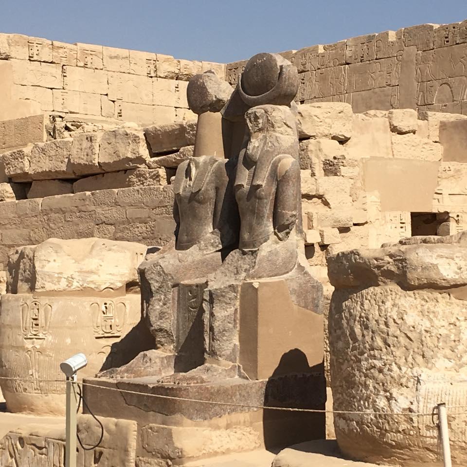 Анастасия Андерсон Луксор статуи